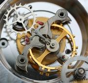 """Спусковой механизм закреплен на платформе -  """"каретке """", также на ней закреплено зубчатое колесо в виде короны..."""